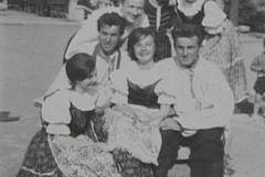 1962 grupa przed ogniskiem