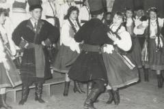 1963 przez nogę 2