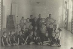 1954 grupa 2 sala gimnastyczna